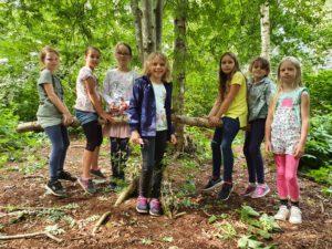 Ausflug in den Wald Klassen 2a+b 19.07.2021